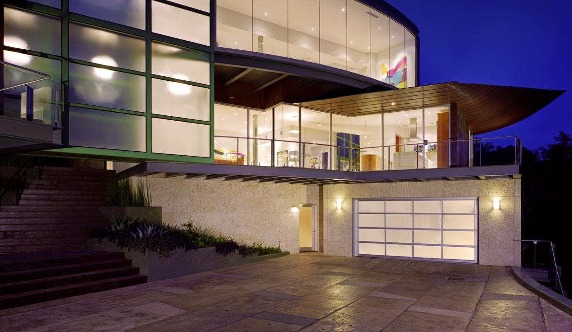 AVANTE™ AX collection (Export Only) garage doors