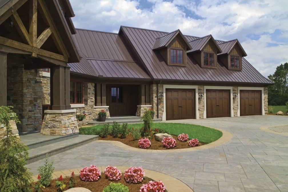 CANYON RIDGE® – ULTRA-GRAIN® series garage doors